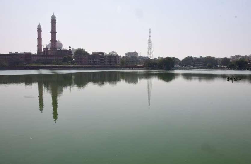 मोतिया तालाब में सीवेज मिलने से पानी में बहुत कम बची ऑक्सीजन, जीवों के साथ आसपास के रहवासियों को भी खतरा