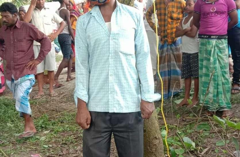West Bengal :पेड़ से लटका मिला पंचायत सदस्य का शव, तृणमूल के झंडे से बंधा था मुंह