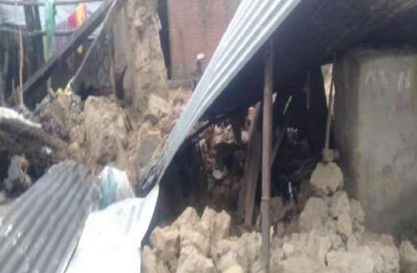 सीतापुर में बारिश का कहर कई दीवारें गिरीं, सात की मौत