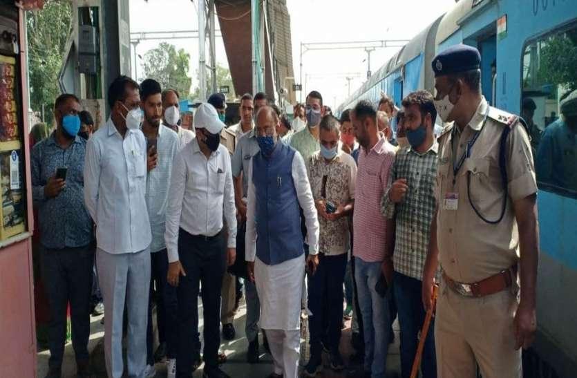 पूर्व केन्द्रीय मंत्री ने हेरिटेज मॉडल से छेड़छाड़ करने पर रेल अधिकारियों को लगाई लताड़