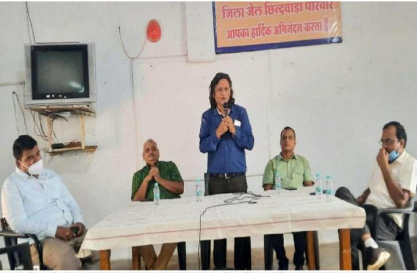 Workshop: जेल में पहुंचे वक्ताओं ने कैदियों से कही यह बात, मनुष्य और पशु में बताया अंतर
