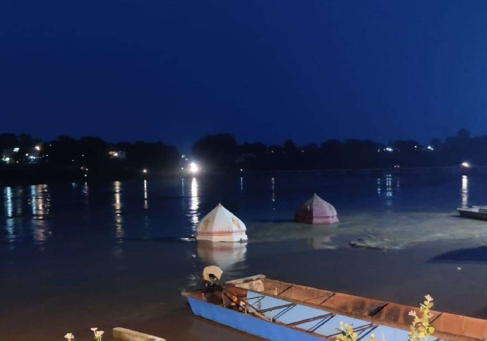 Live: Temples of Burhanpur Tapti Ghat submerged