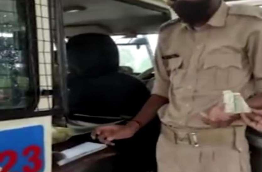 bribe : मास्क और ट्रैफिक नियमों के बहाने कर रहे थे अवैध वसूली