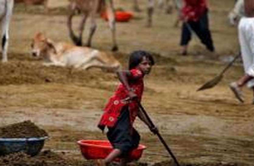 शिक्षा से बच्चे हुए वंचित, मजदूरी बन रही मजबूरी