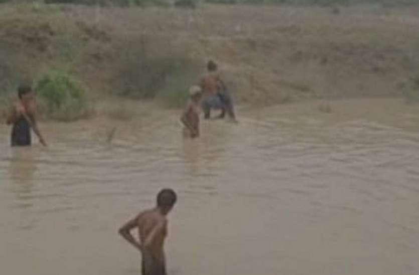 दो मासूमों की जिंदगी निगल गया तालाब का भ्रष्टाचार