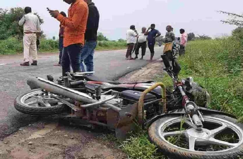 सड़क दुर्घटना में बाइक सवार दो लोगों की मौत