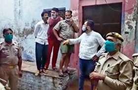 आगरा में महिला और तीन बच्चों की गला रेतकर बेरहमी से हत्या, पुलिस जांच में जुटी