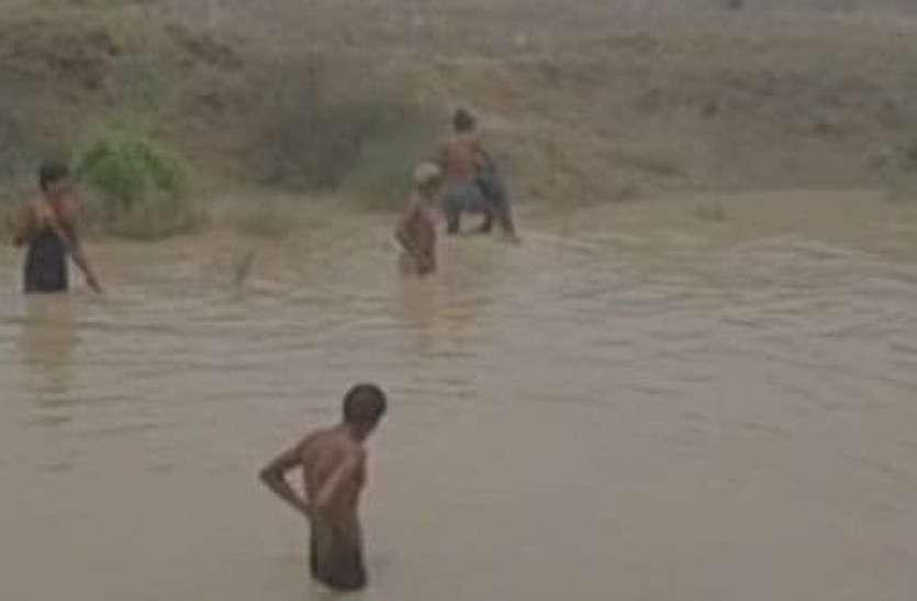 पानी में डूब गए दो मासूम भाई, पैर फिसलने से हुआ हादसा
