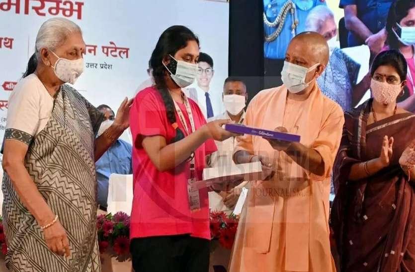 यूपी में मुख्यमंत्री बाल सेवा योजना का शुभारंभ, 4050 अनाथों का योगी ने थमा हाथ