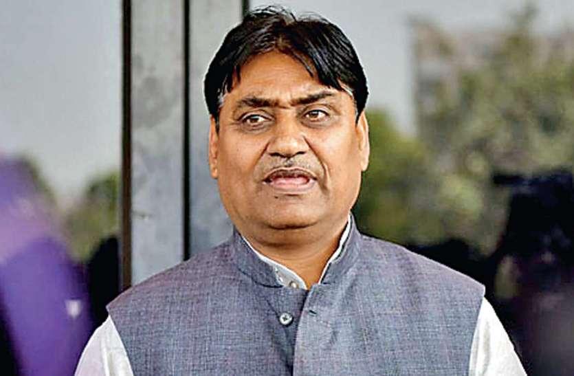 भाजपा ने की सीबीआई से जांच की मांग, शिक्षा मंत्री को हटाए सरकार