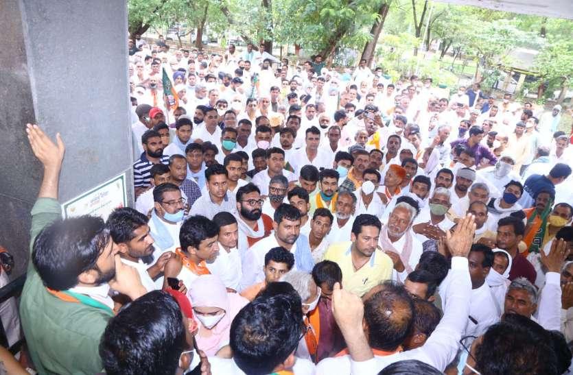 नहरी पानी की मांग, रेग्यूलेशन जारी नहीं करने पर भाजपा नेता घेरेंगे हैड, सभा में पूर्व मंत्री ने समझाया पानी का गणित