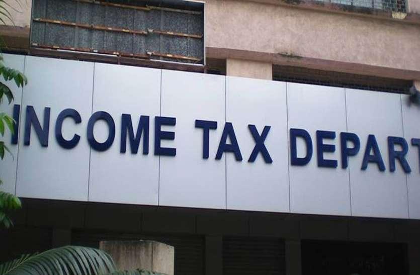 लखनऊ में मीडिया संस्थान पर इनकम टैक्स का छापा, कांग्रेस-सपा ने भाजपा सरकार पर साधा निशाना