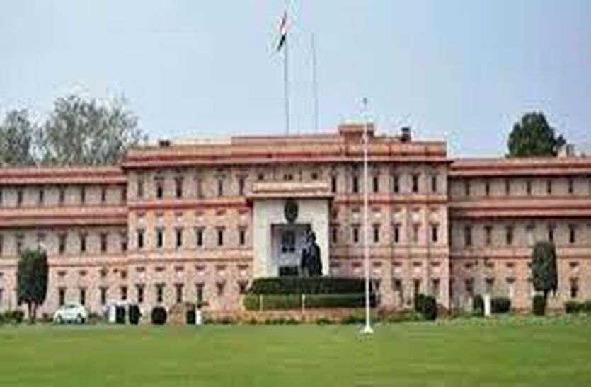 कार्मिक विभाग का फरमान : रिटायर्ड एसीएमएचओ डॉ. हरचंदानी को चार्जशीट देने वालों के खिलाफ हो कार्रवाई