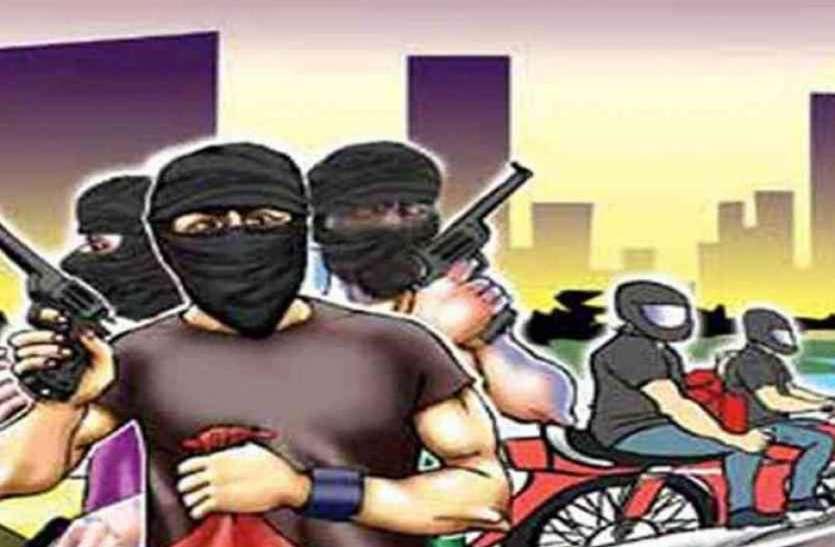 आभूषण कारोबारी के कारीगर से पांच लाख की लूट, सीमा विवाद में उलझी रही पुलिस बदमाश फरार