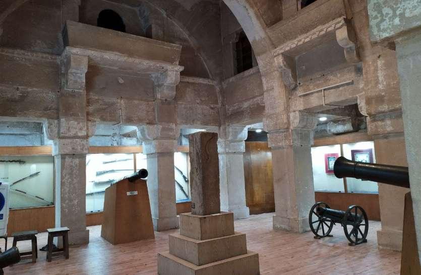 इतिहास से न हो छेड़छाड़, पुराने वैभव में लौटे गूजरी महल का संगीत कक्ष