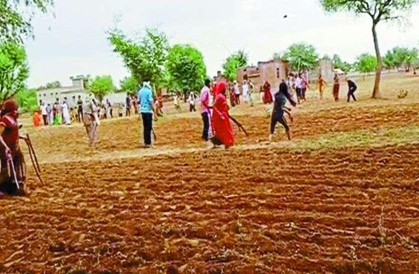 जमीन को लेकर दो पक्षों में खूनी संघर्ष, दो दर्जन लोग घायल