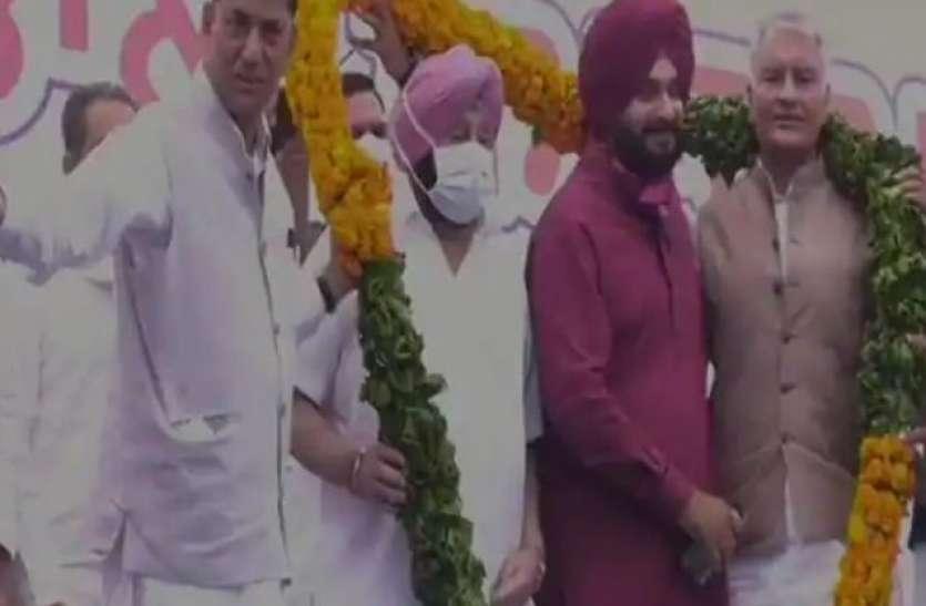 नवजोत सिंह सिद्धू ने कांग्रेस प्रदेश अध्यक्ष की संभाली कमान, बोले- पंजाब के लोगों की समस्या हल करना मकसद