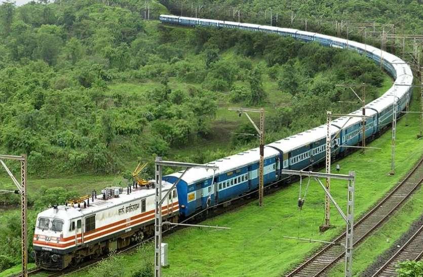 महाराष्ट्र: भारी बारिश के कारण 30 ट्रेनें रद्द, कई के रूट्स में बदलाव, यहां देखें पूरी लिस्ट