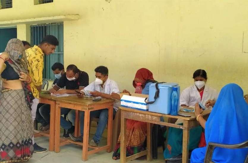 वरमंडल में लगाए 239 लोगों को टीके