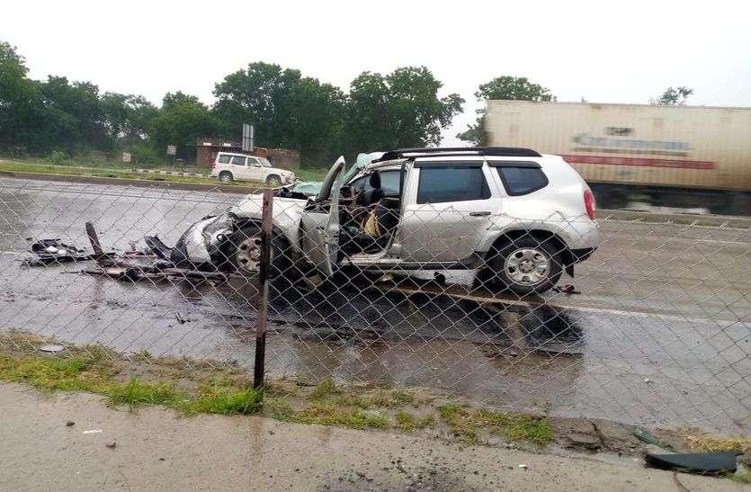BIG BREAKING कार टैंकर से टकराई, रतलाम के पिता-पुत्र सहित तीन की मौत