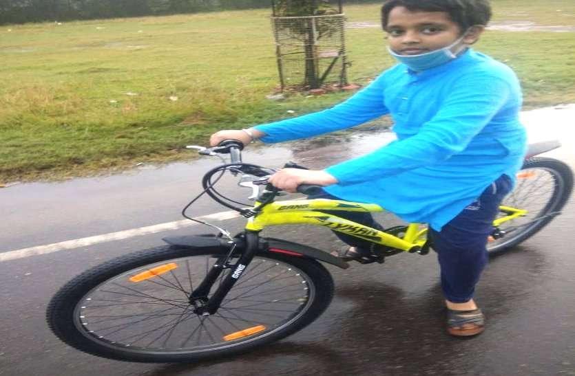 साइकिल से घुमने निकला 8 वीं का छात्र रास्ता भटका, जब कई घंटों बाद भी नहीं लौटा तो रोते हुए थाने पहुंची मां, फिर....
