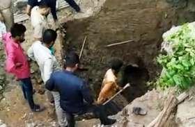 आगरा में खुदाई के समय मिट्टी की ढाय गिरने से दबे तीन मजदूर, एक की मौत
