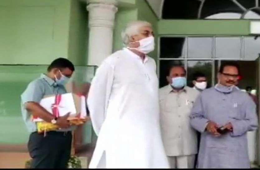 सदन छोड़कर बाहर निकले स्वास्थ्य मंत्री टीएस सिंहदेव, कहा अब बहुत हो गया, मैं भी एक इंसान हूं, कांग्रेस में हड़कंप