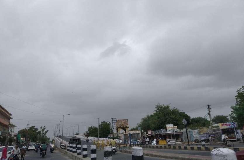 बाड़मेर में पूरे दिन छाए काले बादल, बरसे नहीं
