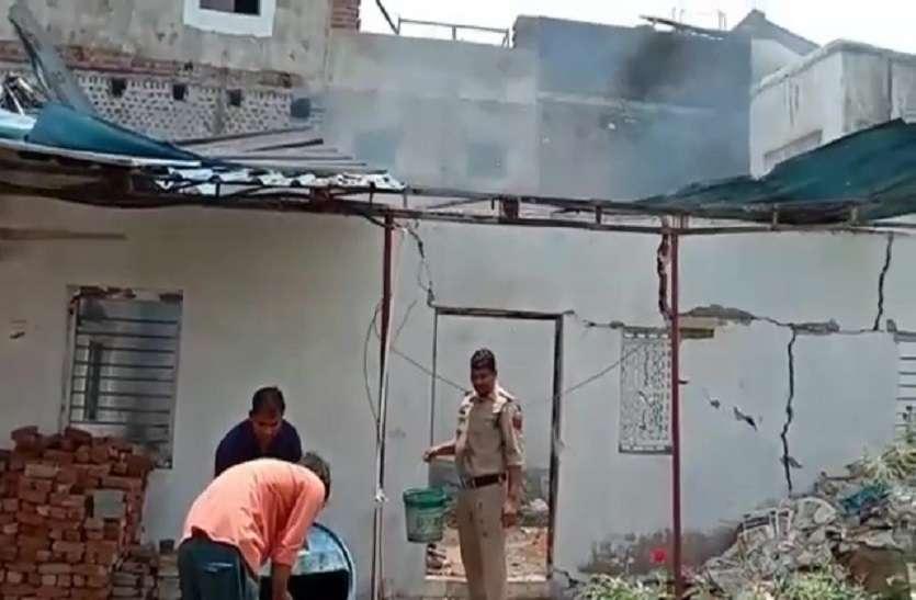 पुलिस थाने में विस्फोट छत उड़ी दीवारों में दरार बाजार में मची भगदड़