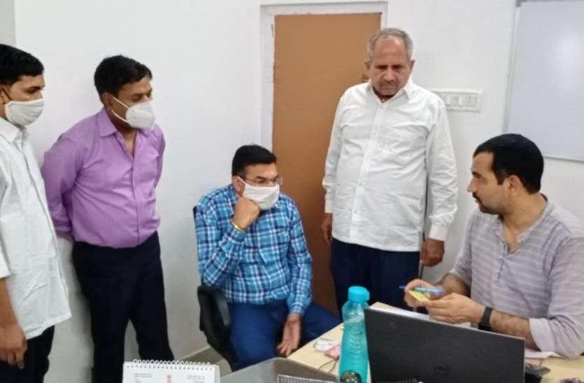 शाहपुरा में पीडब्ल्यूडी एक्सईएन सहित 4 जनों को 30 हजार की रिश्वत लेते रंगे हाथ पकड़ा, इलाके में मचा हडक़म्प