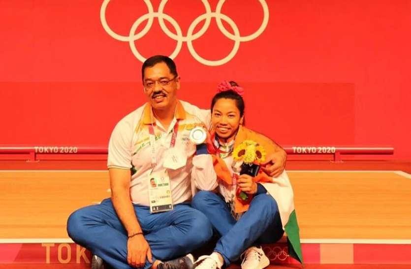 Tokyo Olympics: मीराबाई चानू के कोच विजय शर्मा का भव्य स्वागत, कई खिलाड़ियों की बदल चुके किस्मत