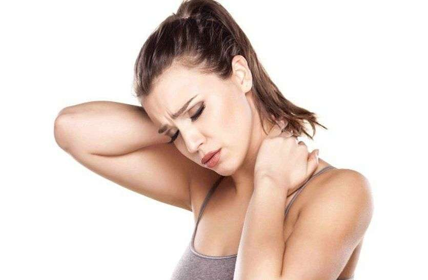 Neck Pain : गर्दन का दर्द सता रहा है तो अपनाएं ये आसान टिप्स