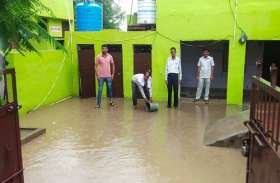 सरकारी सिस्टम की पोल खोलता  स्कूल, बारिश के मौसम में भर जाता है पानी