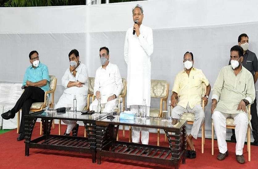 विधायक दल की बैठक में बोले मुख्यमंत्री गहलोत, 'पुरानी बातें भूलकर आगे बढ़ो'