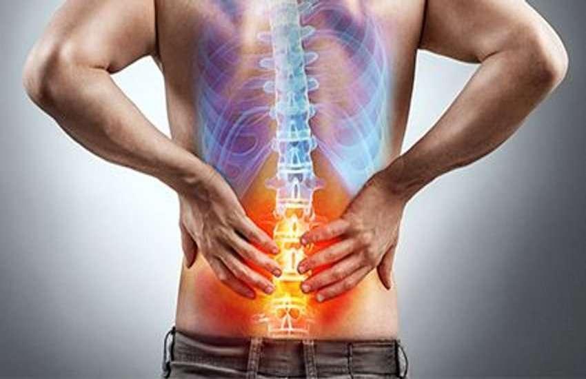 Body Aches: कमर दर्द होना और शरीर में थकान रहना किसी बीमारी के लक्षण तो नहीं?