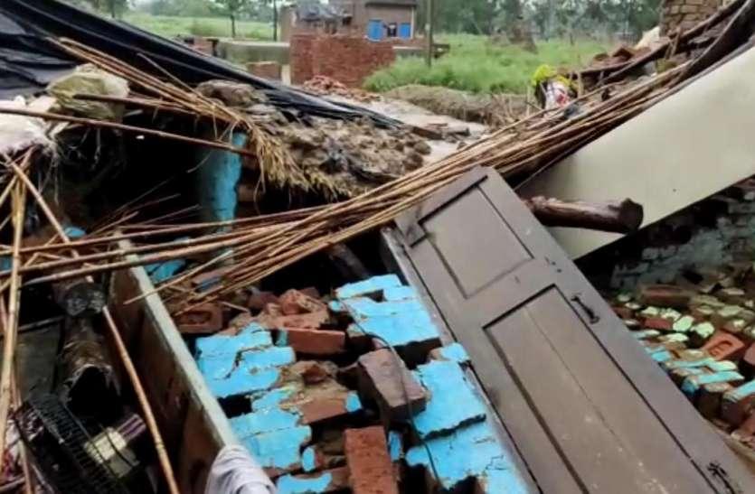 बारिश के चलते गिरा गरीब का आशियाना, पति पत्नी सहित 7 लोग घायल
