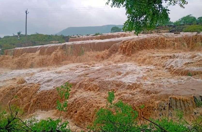 राजस्थान में यहां बने बाढ़ के हालात, एक ही दिन में 304 एमएम बरसात, नदी-नालों में आया उफान