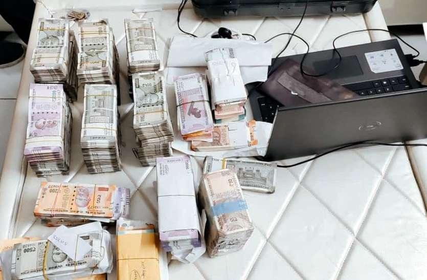 बेइमान अधिकारी निकला करोड़ों का मालिक, जयपुर में एसीबी को मिली लाखों की नकदी और अथाह संपत्ति