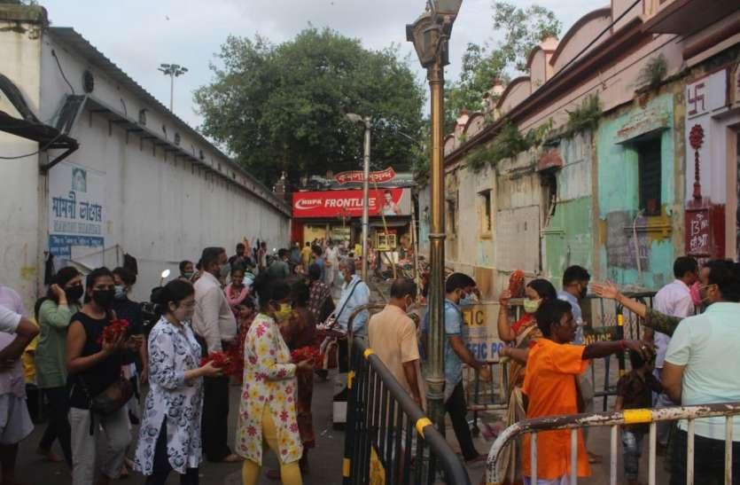 कालीघाट मंदिर के कपाट खुले, उमड़े भक्त