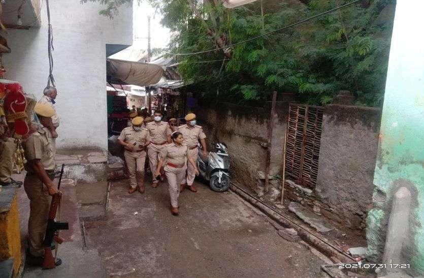 माण्डल में शांति: हुड़दंगियों को भेजा जेल, जमानत की मांग लेकर धरने पर बैठे लोग