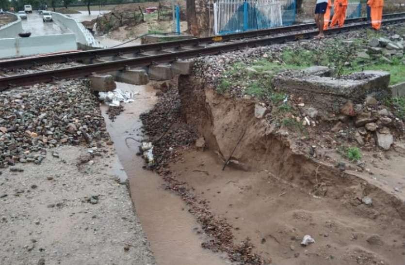 RAILWAY---बारिश में बहा रेलवे ट्रेक