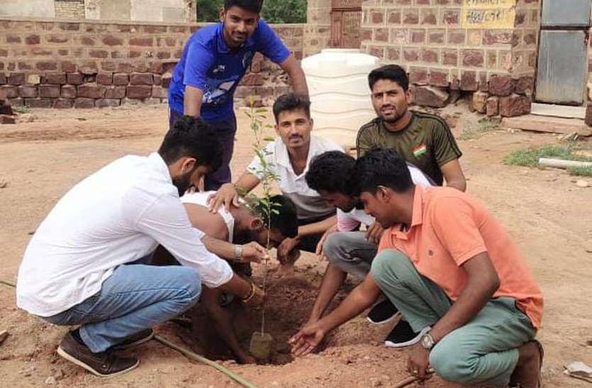 पौधरोपण कर लिया पर्यावरण संरक्षण का संकल्प