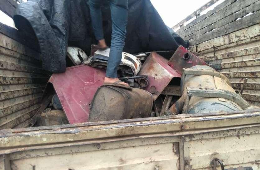 कबाड़ में खपा रहे थे वाहनों के पार्ट्स  और बाइक, हर माह होता है दो करोड़ का कारोबार