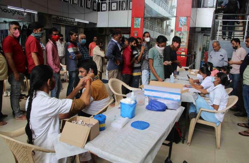 Gujarat: व्यापारियों, फेरी वालों, नौकरी पेशा लोगों को राहत, अब 15 अगस्त तक करा सकेंगे वैक्सीनेशन