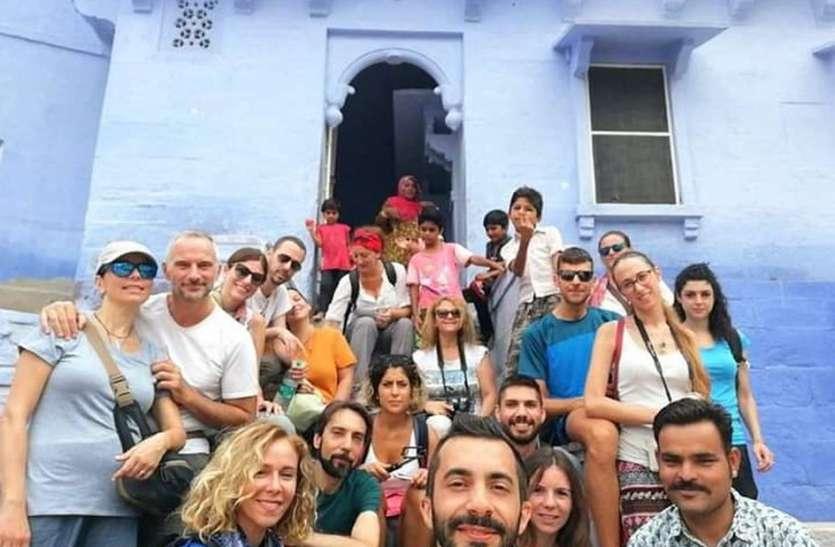 दुनियाभर में छाया 'ब्लू सिटी टूर'