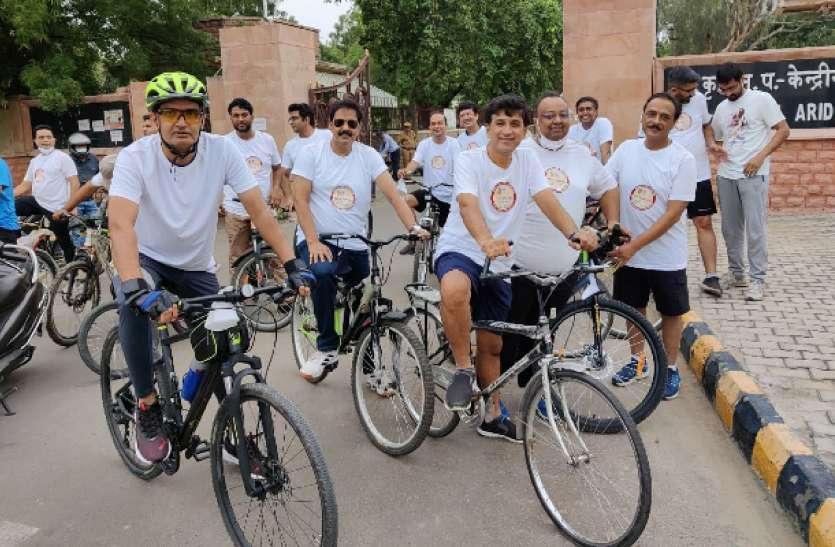 ऑर्थोपेडिक सर्जन ने निकाली साइकिल रैली