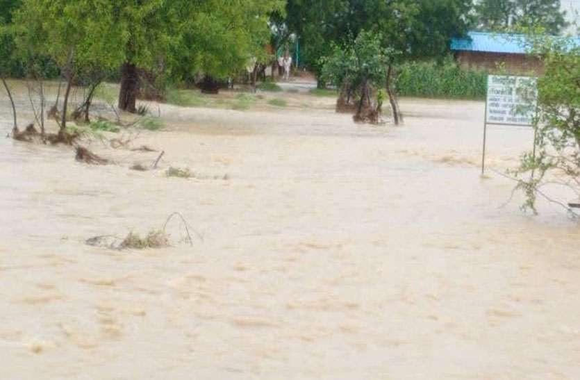 निवाई में दो एनिकट टूटे, ढाणियों में भरा बरसात का पानी