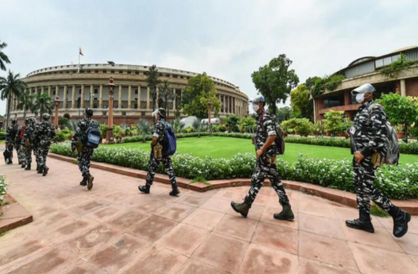 संसद परिसर में अचानक आ गिरी एक कटी पतंग, सुरक्षाकर्मियों में मचा हड़कंप