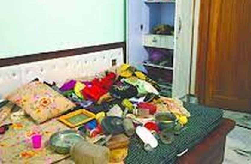 दो मकानों में चोरों ने लगाई सेंध, आभूषण व रुपए चोरी