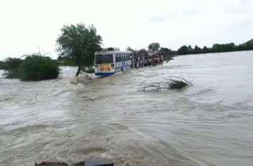 Flood in Chambal  : भारी बरसात, बाढ़ ग्रस्त कोटा-बारां में हाहाकार